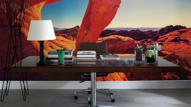 แต่งบ้านสวยด้วยวอลเปเปอร์ติดผนัง หลังโต๊ะทำงาน ลายภูเขาหิน