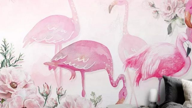 Wallpaper สั่งทำราคาถูก ลายนกฟลามิงโก้ในสวนดอกไม้ ติดผนังห้องรับแขก สีชมพู