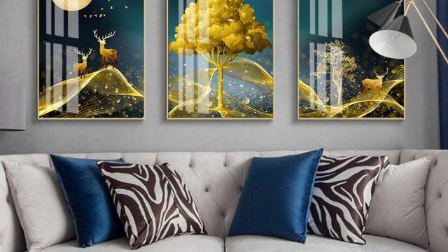 รับทําวอลเปเปอร์ตามสั่ง ภาพมงคลเรียกทรัพย์ กวางเรนเดียร์ชมจันทร์ กับ ต้นไม้สีทอง ติดผนังห้องนั่งเล่น